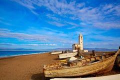 Cabo de Gata i den San Miguel Beach Salinas kyrkan fotografering för bildbyråer
