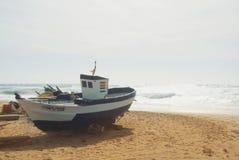 CABO DE GATA, SPAGNA - 9 FEBBRAIO 2016: Una vecchia b da pesca d'annata Fotografia Stock Libera da Diritti
