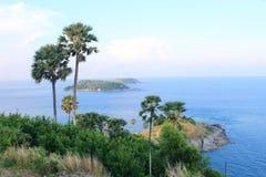 Cabo de Promthep O azul do mar Fundo foto de stock