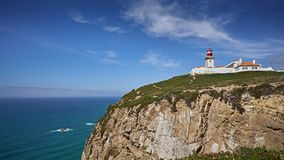 Cabo de Roca - faro en la costa de Portugal imagenes de archivo