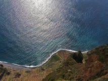 Cabo Girao 560 M höjdklippa, siktsraksträcka ner från synvinkel Arkivfoto