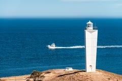 Cabo Jervis Lighthouse e barco imagens de stock