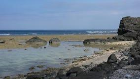 Cabo Kasari en Amami Oshima, Kagoshima, Japón, por la tarde almacen de video