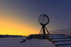 Cabo norte, no ponto o mais northernmost de Europa fotos de stock