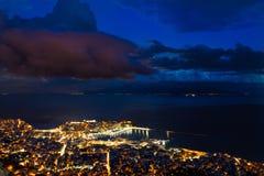Cabo pesado de las nubes sobre la ciudad fotografía de archivo libre de regalías