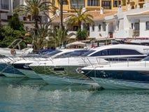 CABO PINO, ANDALUCIA/SPAIN - 6 DE MAYO: Barcos en el puerto deportivo en Cabo Foto de archivo