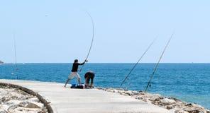 CABO PINO, ANDALUCIA/SPAIN - 6 DE MAYO: Pesca en Cabo Pino Malaga Foto de archivo libre de regalías