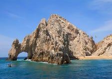 Cabo San Lucas Arch (El Arco) och vänner sätter på land Royaltyfria Foton