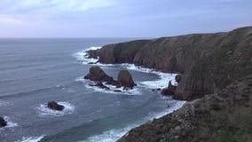 Cabo sangriento durante puesta del sol, condado Donegal, Irlanda metrajes