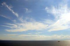 Cabo Sounion da parte do sul do continente Grécia 06 20 2014 Paisagem marinha e paisagem da vegetação do deserto do Foto de Stock