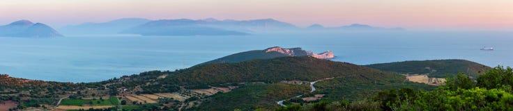 Cabo sul do por do sol da ilha de Lefkas, Grécia imagem de stock royalty free