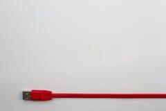 Cabo vermelho de USB fotografia de stock
