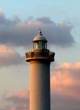 Cabo Zampa do farol, vila de Yomitan, Okinawa Japan no por do sol imagem de stock
