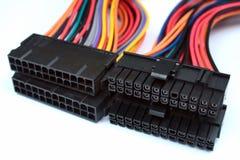 Cabos distribuidores de corrente e conectores do cartão-matriz do PC foto de stock