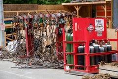 Cabos e equipamento de soldadura no canteiro de obras Imagens de Stock Royalty Free