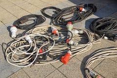 Cabos elétricos e conectores exteriores fotografia de stock