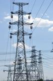 Cabos elétricos e torres fotos de stock royalty free