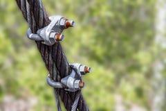 Cabos entrançados de aço de grampo de corda do fio e equipados para guardar e fazer-lhe a conexão Fotos de Stock