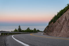Cabot Trail Highway au crépuscule Photographie stock