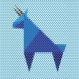 Cabra azul feita malha, o símbolo do ano novo da cabra Imagens de Stock