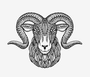 Cabra de las ovejas, del espolón o de montaña Animal adornado con los modelos étnicos Ilustración del vector stock de ilustración