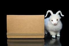 Cabra ou carneiros com cartão vazio Fotos de Stock Royalty Free