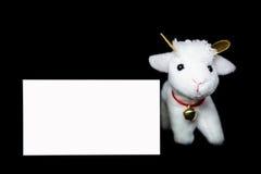 Cabra u ovejas con la tarjeta de felicitación en blanco Fotos de archivo