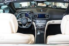 Cabrio de Mercedes SL63 AMG dans la salle d'exposition de voiture Images libres de droits