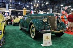 Cabrio verde viejo fotografía de archivo