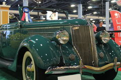 Cabrio verde viejo fotos de archivo