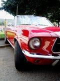 Cabriolé americano rojo clásico Fotos de archivo libres de regalías