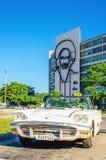 Cabriolé blanco clásico americano en La Habana, Cuba Imágenes de archivo libres de regalías