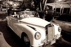 Cabriolé del Benz 220S de Mercedes en desfile del coche de la vendimia imagen de archivo