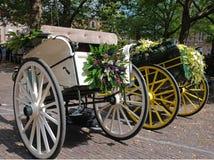 Cabriolet carriaged met bloemen Stock Afbeelding