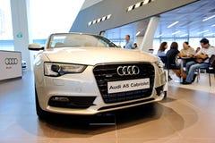 Cabriolet de Audi A5 no indicador no centro Singapore de Audi Fotos de Stock