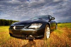 Cabriolet de luxe de BMW dans la scène rurale, hdr photographie stock
