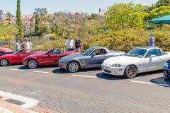 Cabriolet di Mazda di parecchie automobili alla mostra di vecchie automobili nella città di Carmiel Immagine Stock