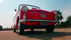 Cabriolet rosso di Autobianchi Bianchina video d archivio