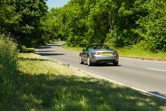 Cabriolet sur une route Photos stock