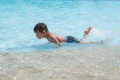 Cabrito asiático en piscina Imagen de archivo libre de regalías