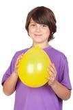 Cabrito divertido con un globo amarillo Imagen de archivo libre de regalías