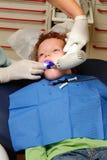 Cabrito en el dentista imagenes de archivo