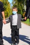 Cabrito en la máscara de la gripe Imagen de archivo libre de regalías