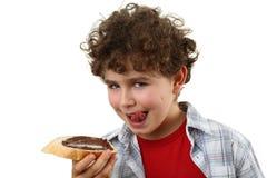 Cabrito que come el pan con mantequilla de cacahuete Imagen de archivo libre de regalías