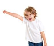 Cabrito que grita con la mano feliz de la expresión para arriba Imagen de archivo libre de regalías