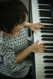 Cabrito que juega el piano Fotos de archivo