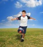 Cabrito que juega a fútbol afuera Imágenes de archivo libres de regalías