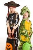 Cabritos adorables que juegan truco o el convite Fotos de archivo libres de regalías
