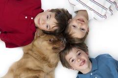 Cabritos con el perro Imagen de archivo libre de regalías