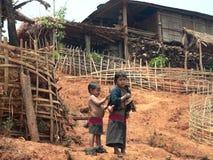 Cabritos de Hilltribe. Myanmar (Birmania) imagenes de archivo